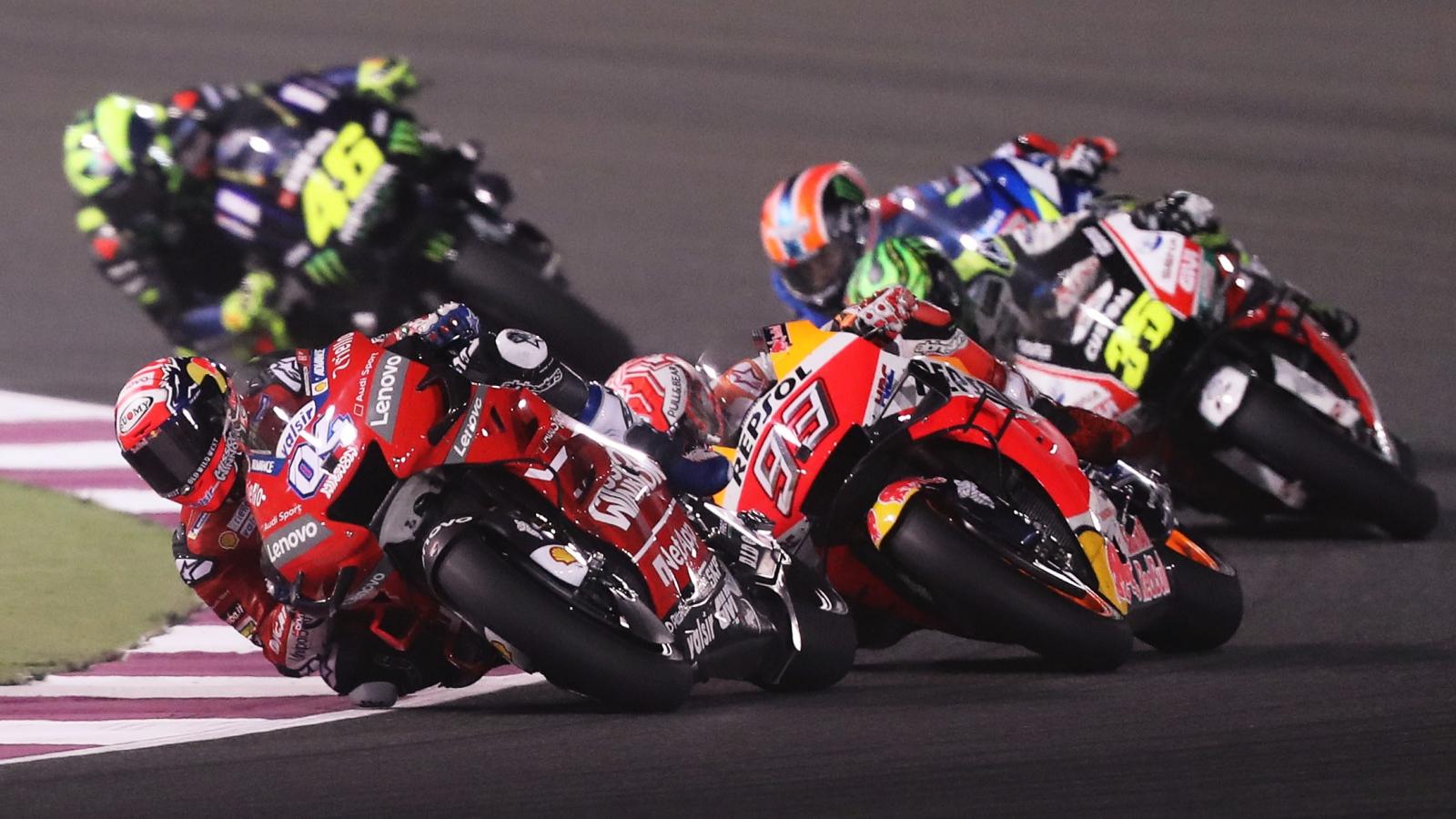 MotoGP, del pozo del aburrimiento a la cima del espectáculo en una década