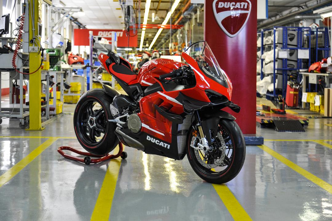 Si pediste una, te alegrará saber que la Ducati Superleggera V4 ha entrado en producción