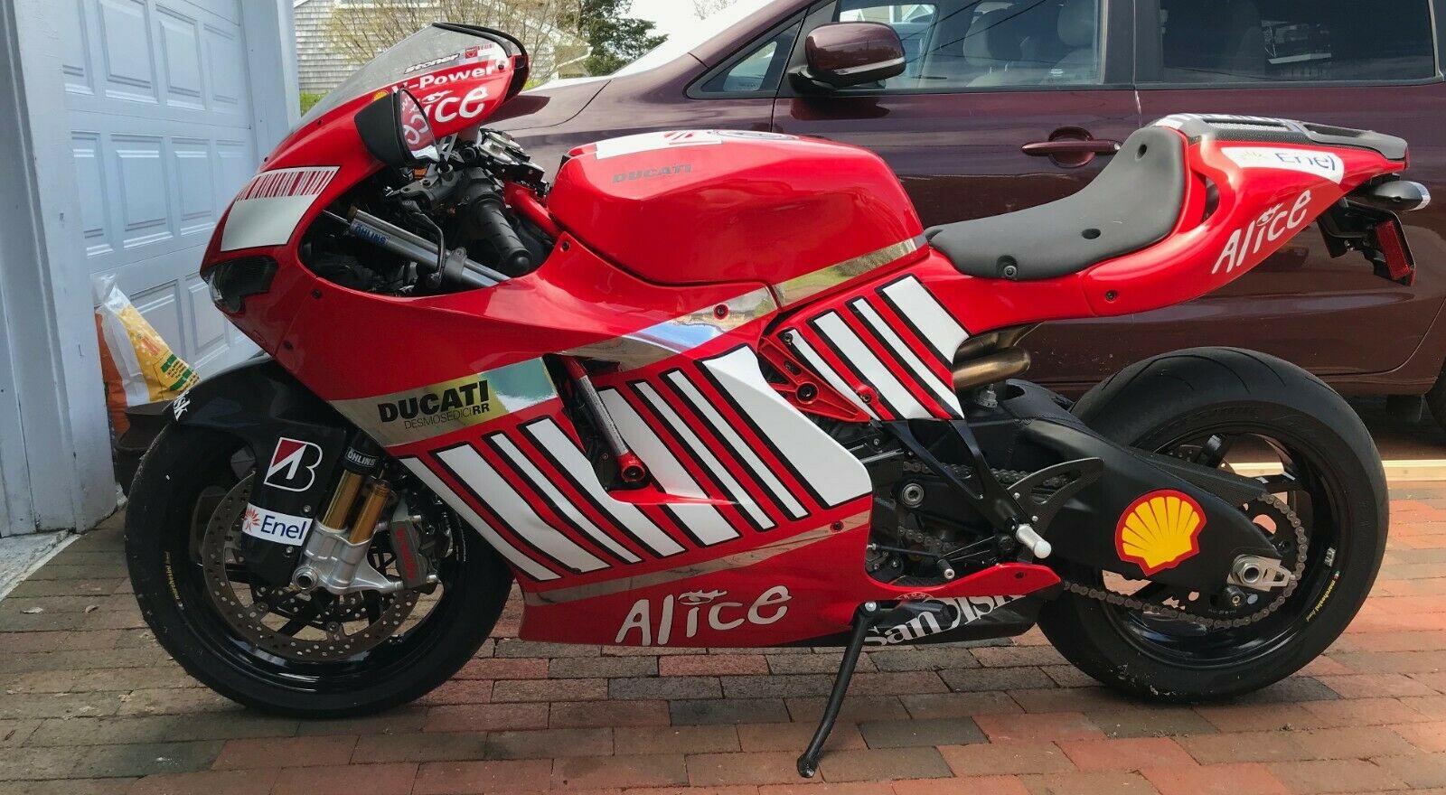 A subasta una exclusiva Ducati Desmosedici RR, decorada a lo Casey Stoner en 2008