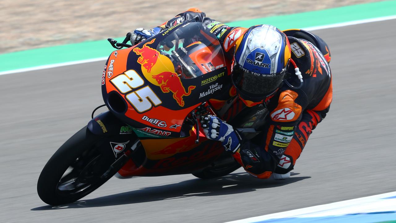 Raúl Fernández lidera Moto3 en un desafortunado viernes para Albert Arenas