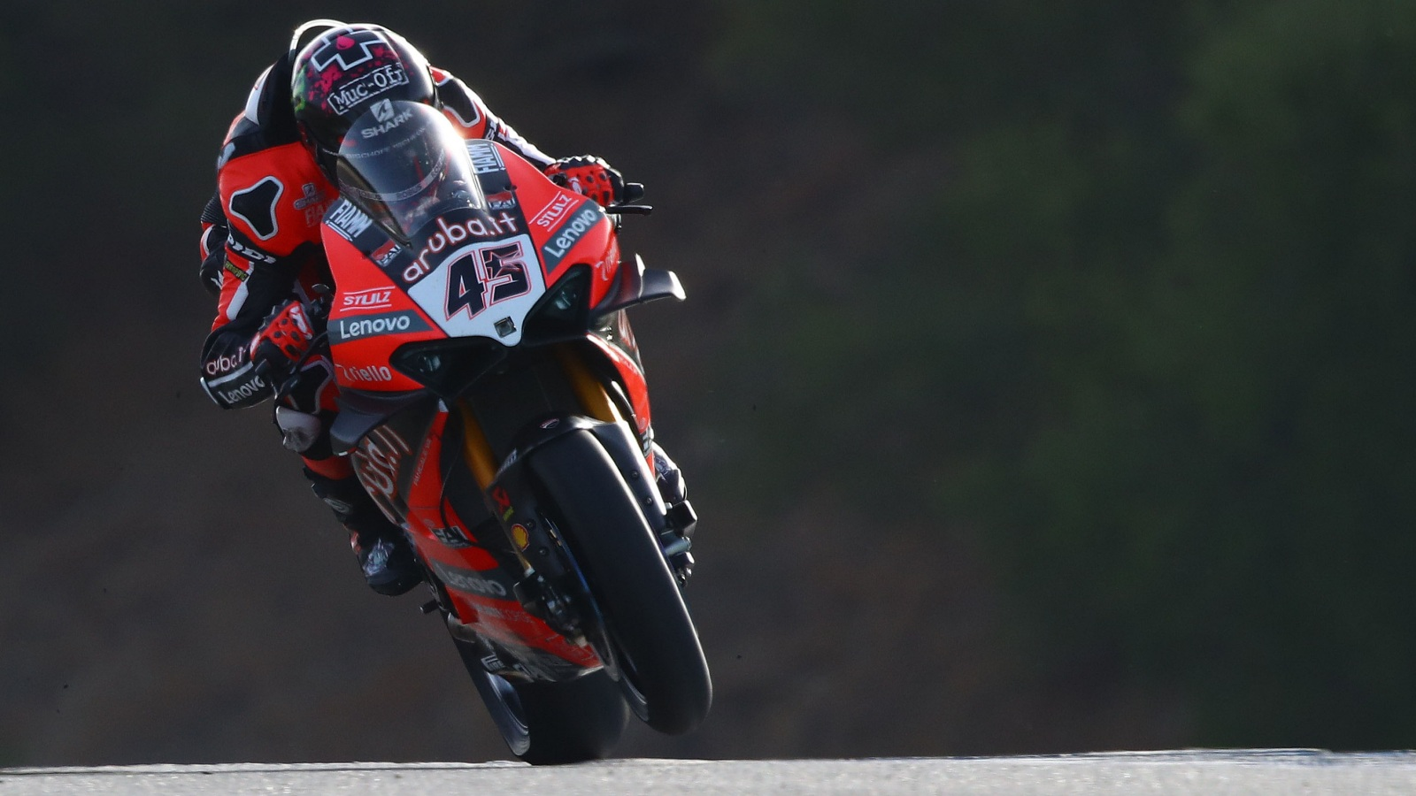 Scott Redding comanda la fiesta de Ducati en el peor día de Jonathan Rea en Kawasaki