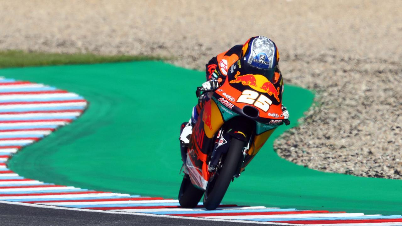 Primera pole de Raúl Fernández en otra esperpéntica Q2 en Moto3