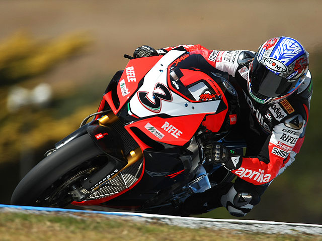 Biaggi (Aprilia) gana la partida a Spies (Yamaha) y Haga (Ducati)