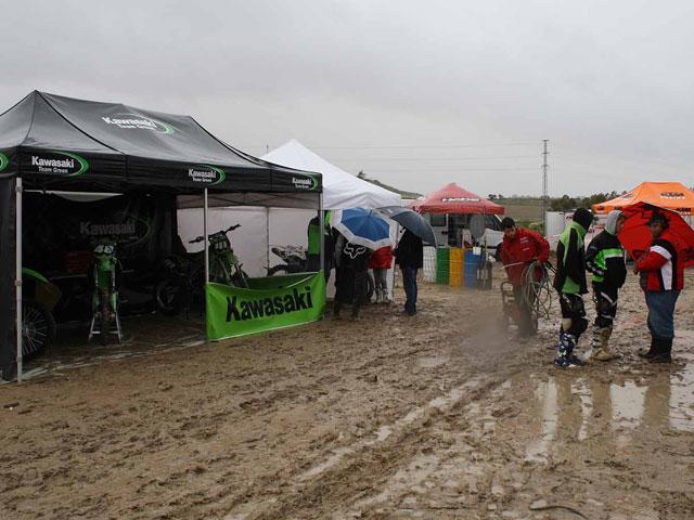 La lluvia y el barro suspenden la cuarta prueba de MX2