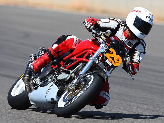 La lucha por subirse a la Ducati 1198 del Mundial de SBK