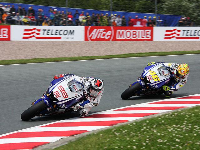 Rossi puede con Lorenzo y Pedrosa en el GP de Alemania