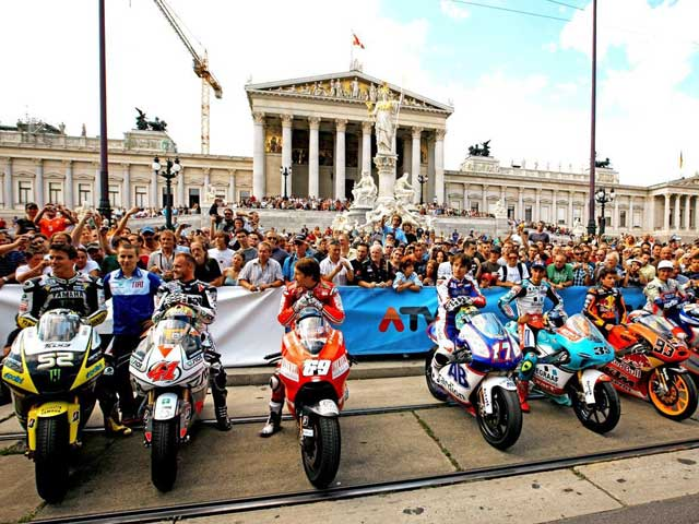 MotoGP desfila por el centro de Viena