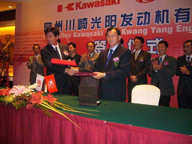 KYMCO y Kawasaki se unen para fabricar motores utilitarios en China
