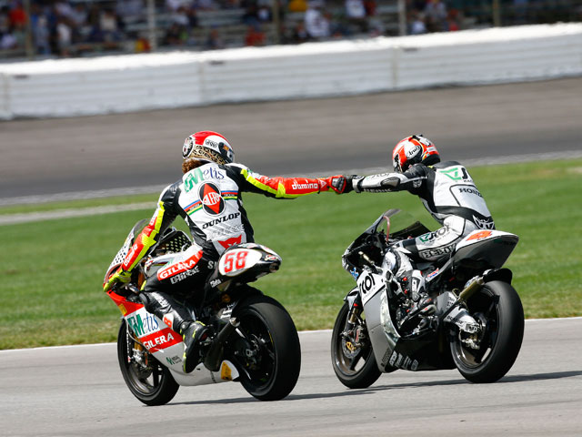 Hiroshi Aoyama y Marco Simoncelli se juegan el título de 250 cc
