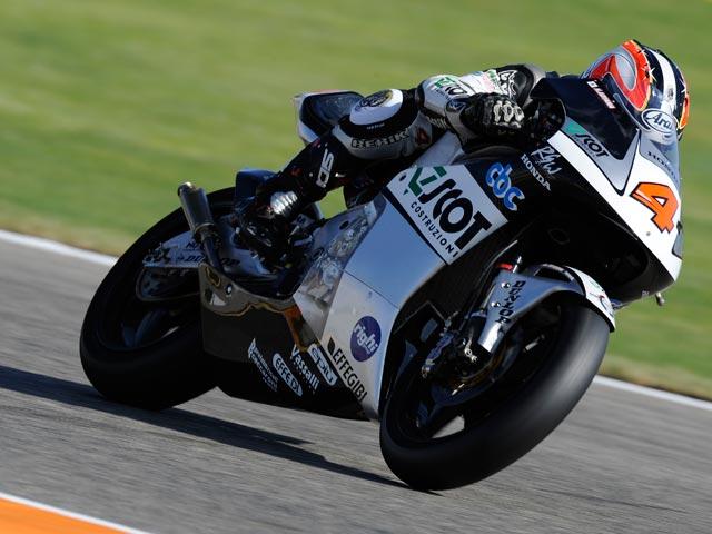 Aoyama, campeón del mundo de 250. Victoria de Barberá en el GP de Valencia