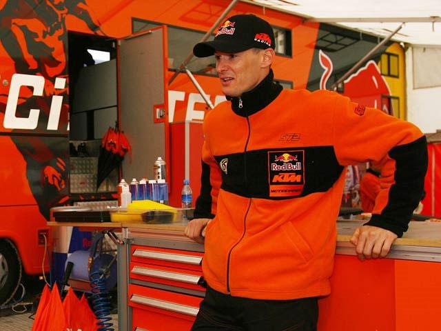 Stefan Everts presenta sus trucos de motocross en un DVD