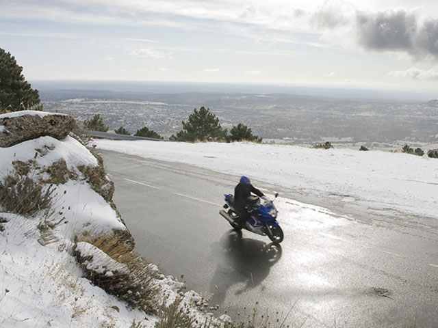 Consejos de conducción de moto en invierno