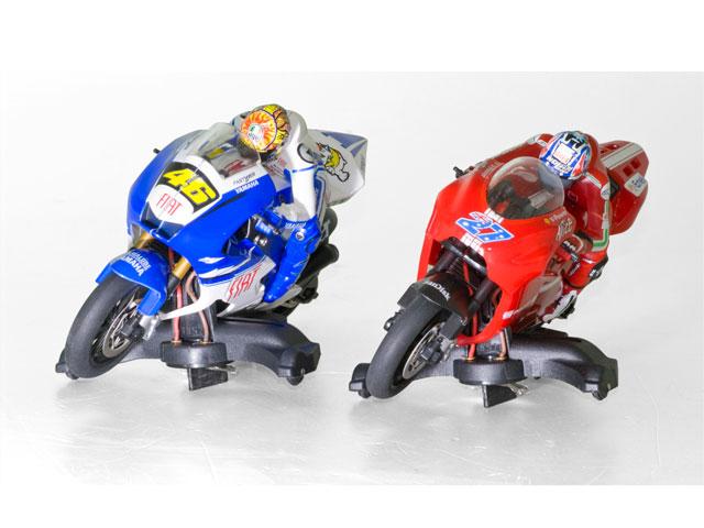 Valentino Rossi, Jorge Lorenzo y Casey Stoner en Scalextric
