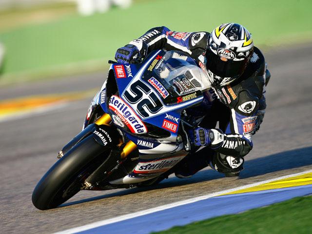 Los pilotos de Superbike ruedan en el circuito de Valencia