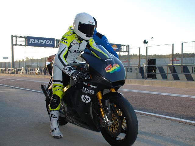 Sergio Gadea y Axel Pons terminan los entrenamientos Moto2 en Valencia