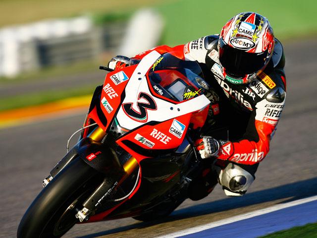 Max Biaggi (Aprilia), el más rápido en Valencia