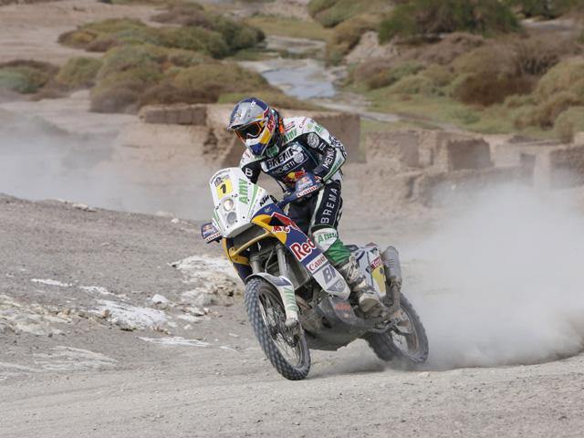 Marc Coma sancionado con seis horas por cambiar su neumático en el Rally Dakar