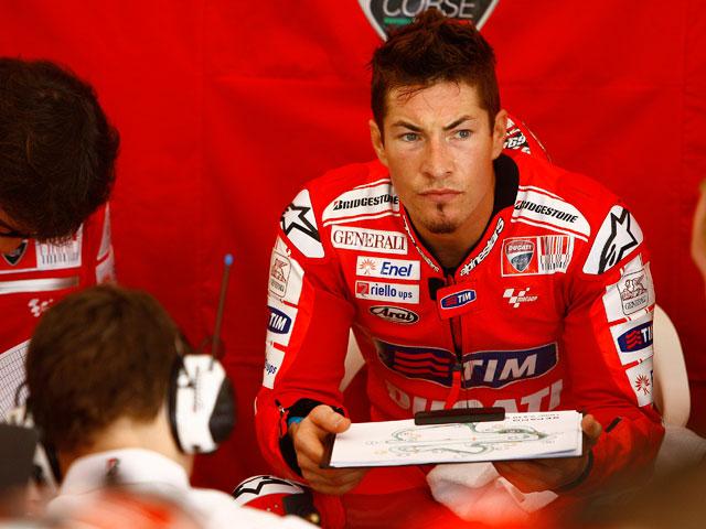 Nicky Hayden (Ducati) pasa por el quirófano