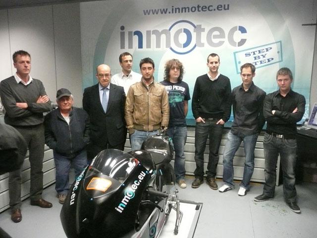 Carmelo Ezpeleta, en la sede de Inmotec y en el circuito de Navarra