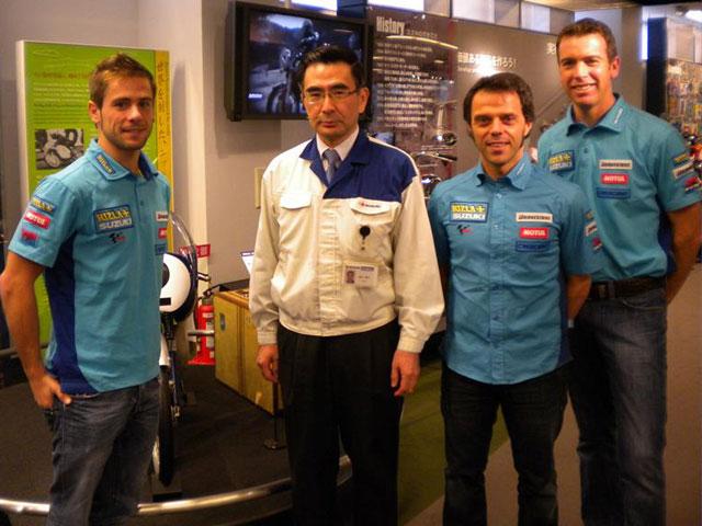 Loris Capirossi y Álvaro Bautista visitan la fábrica Suzuki