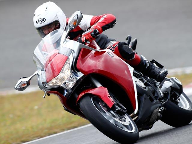 La Honda VFR 1200 F y la Ducati Streetfighter/S, las elegidas