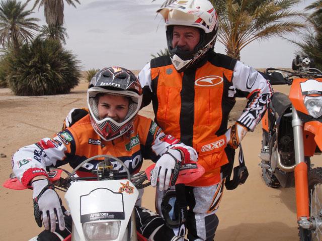 Laia Sanz con Jordi Arcarons en el Dakar