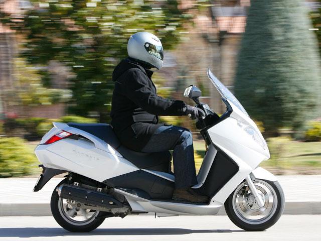 Guía ANESDOR para protegerse en moto