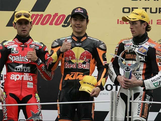 Aoyama y KTM primeros