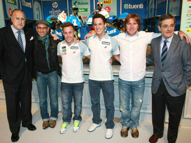 Puesta de largo en Bilbao del equipo Tuenti Racing Derbi