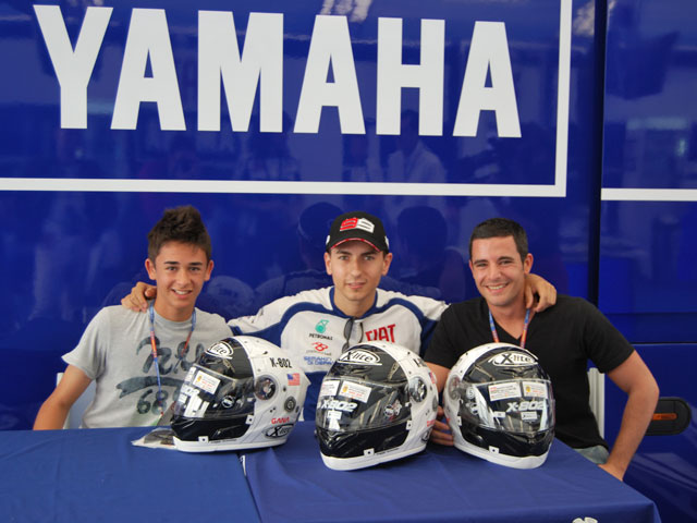 Jorge Lorenzo entrega tres cascos en el GP de Jerez