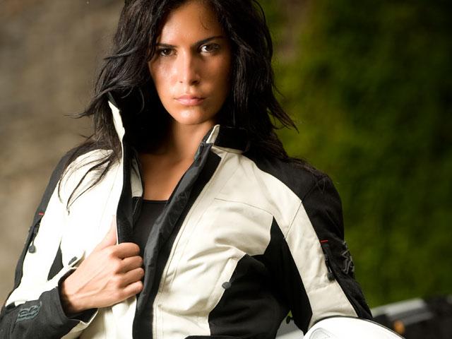 Hebo presenta su línea de equipamiento para mujeres en moto