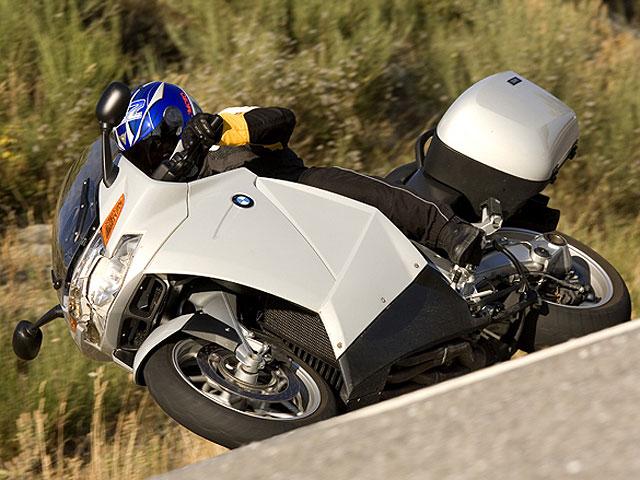 BMW llama a 122.000 motos en todo el mundo