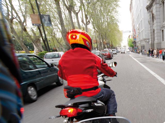 El Congreso da el visto bueno a la segunda luz de freno para motos