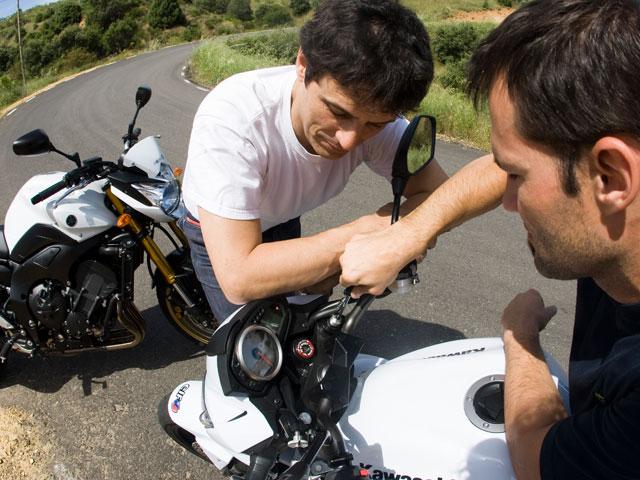 Lucha de motos naked en MOTOCICLISMO