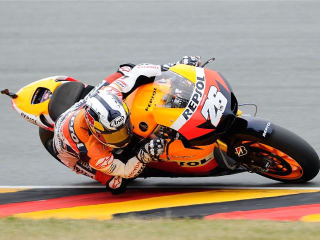 Dani Pedrosa se impone en una accidentada carrera
