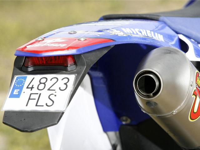 Matrículas pequeñas en motos de enduro y trial