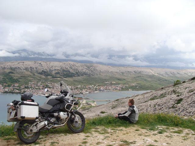 Prepara tu equipaje para ir en moto este verano