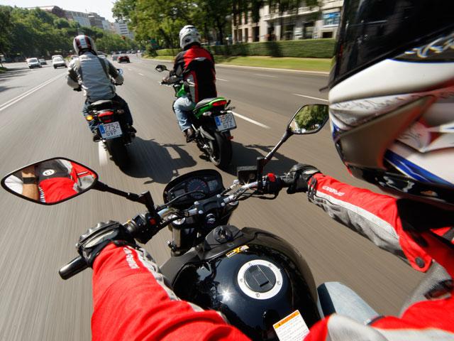 Motos Naked de 600 y comparativa de monos de cuero en MOTOCICLISMO