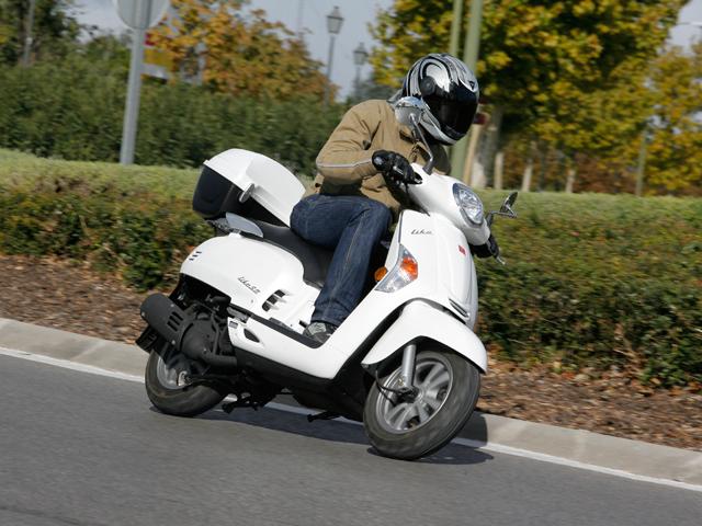 En vigor, la edad mínima de 15 años para conducir ciclomotores