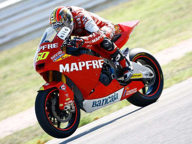 Simón lidera los entrenamientos de Moto2 en Valencia
