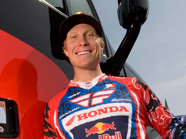 Andrew Short ficha con KTM