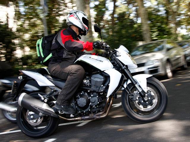 Aspirantes y superventas: Suzuki GSR 750 y Kawasaki Z750
