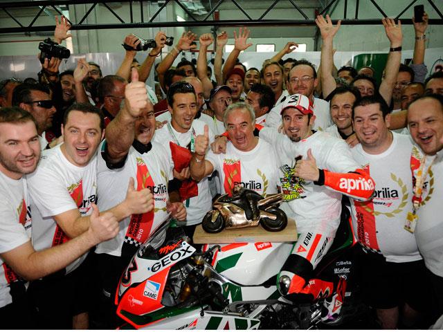 Max Biaggi renueva por dos años con Aprilia