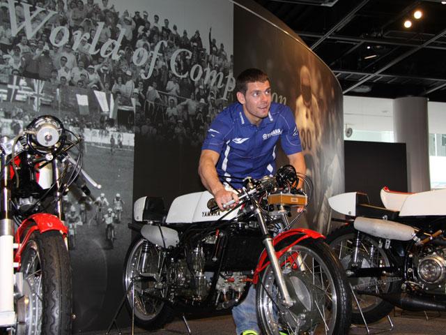 Cal Crutchlow prueba la Yamaha YZR M1 de MotoGP