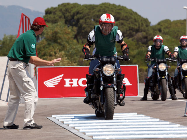 Honda celebra el primer aniversario de su Instituto de Seguridad para Motos