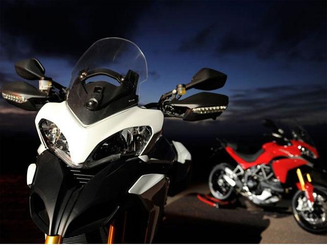 Con la Ducati Multistrada 1200, navegador y baúl de regalo