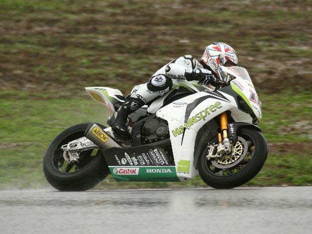 Intensas jornadas de entrenamientos de Superbike
