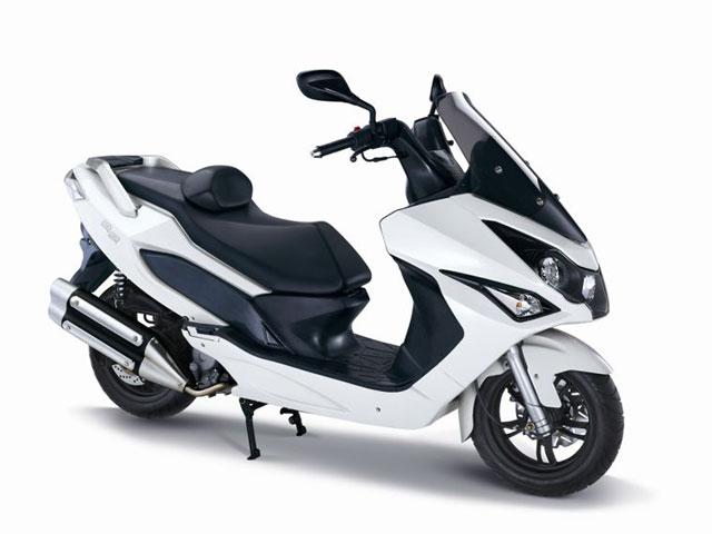 Scooters y motos, con seguro gratuito