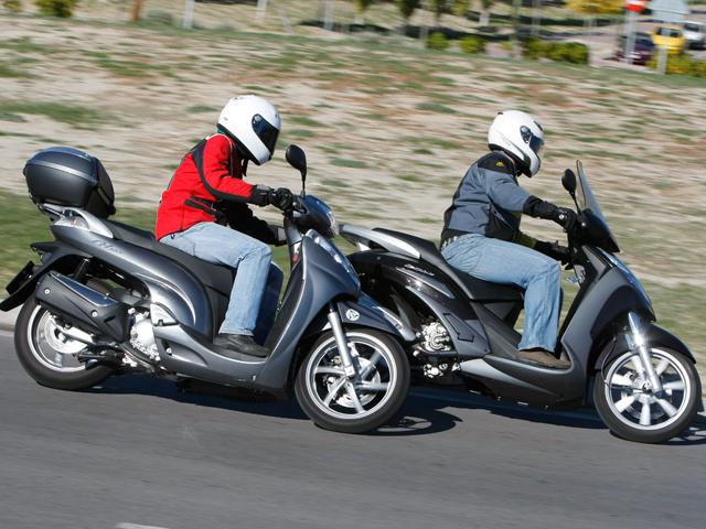 Honda SH 300 Scoopy frente al Peugeot Geopolis 300 Premium