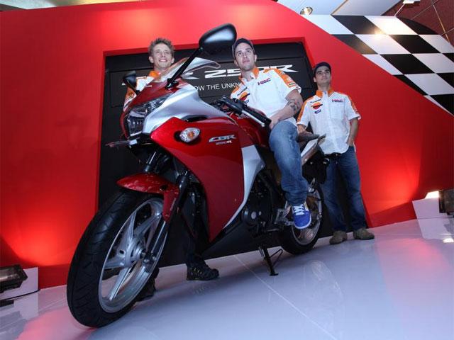 Pedrosa, Stoner y Dovizioso en la presentación de la Honda CBR 250 R